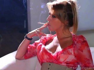 شاب فتاة التدخين