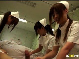 والممرضات الآسيوية بذيئة يعتني بك