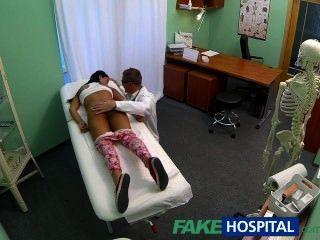 fakehospital في سن المراهقة فتاة ليس على تحديد النسل ينحني للأطباء كر