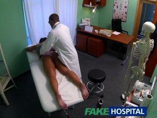 تحصل مارس الجنس fakehospital القذرة مدمن الجنس جبهة مورو من قبل الطبيب