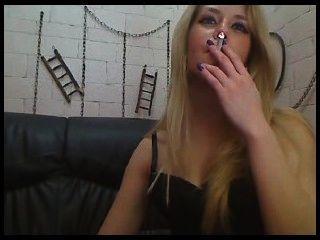 ملكة جمال ريبيكا التدخين 2