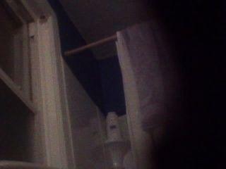 BJ وابنتها اشتعلت على الفيديو أثناء وجوده في الحمام