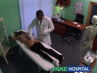 fakehospital امرأة شابة مع هيئة القاتل القبض على كاميرا الحصول مارس الجنس