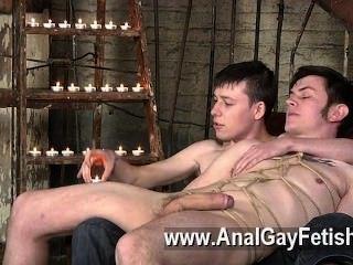 كليب مثلي الجنس من الركل مرة أخرى على الأريكة، zacary غير قادر على رفض مثل