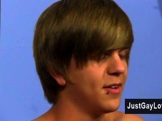 فيديو مثلي الجنس ولكن حتى الفيسبوك بصراحة يكره على الاباحية، ناثان كلارك