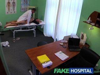 fakehospital يشفي الأطباء الديك مثير التدفق إصابة الشقراوات