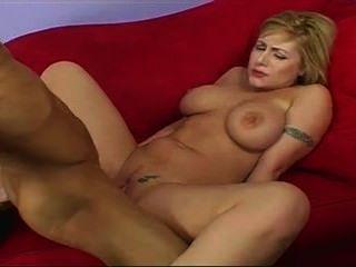 فتاة جميلة مع كبير الثدي يحب من الصعب الديك