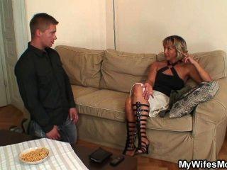 زوجة يجد له أم سخيف في القانون