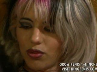 الفتاة ذات الشعر متعدد الألوان لديها بعض ثغرات خطيرة لملء