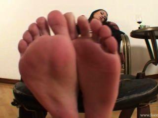 أماندا عشيقة إزالة حذائها