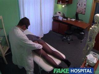 همية التدليك المستشفى ز بقعة يحصل على امرأة سمراء الساخنة المرضى الرطب