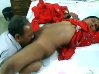 هواة الهندي سخيف الزوجين ناضجة على كاميرا ويب