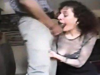 زوجة تمتص الديك الأسود الكبير