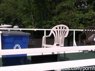 وامض بيكيني وحزب حمامات الشمس عارية الفتيات في عطلة في ولاية ميسوري لاك