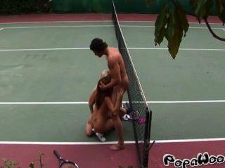 مدرب التنس الملاعين اثنين من الطلاب مثير