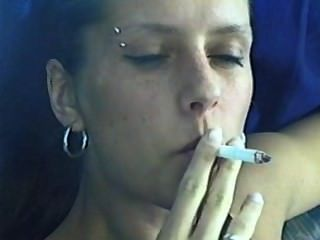 فتاة التدخين دافيدوف ماغنوم السجائر حزب العمال.2