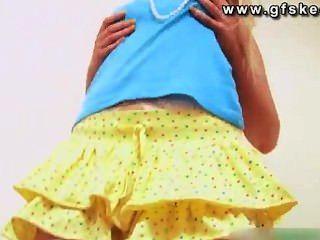 كاتي ك ثوب أصفر
