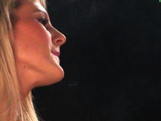 ايموجين وصوفي التدخين صنم
