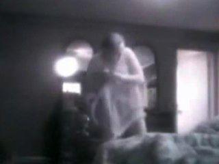 أمي مفلس تجسست على في غرفة نومها