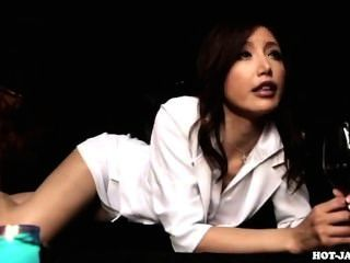 هاجمت الفتيات اليابانية امرأة ناضجة الشهوانية في kitchen.avi