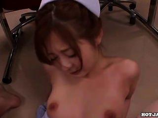 الفتيات اليابانية سبى الأم مثير في room.avi حمام
