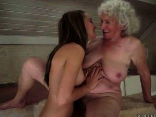 مثليه الجنس بين grannie والمراهقين