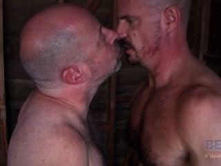 مثلي الجنس من العمر الملاعين المتأنق العضلات