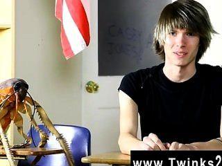 الديك مثلي الجنس كيسي الشباب جونز السنوات القانونية القدامى والجدد إلى المشهد الاباحية!