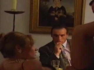 فتاة الساخنة الفرنسية استغل بشكل جيد على الطاولة