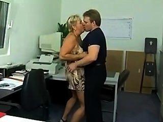 مكتنزة الحمار كوغار الألمانية مارس الجنس في المكتب (sid69)
