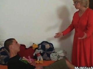 الأم في القانون الملاعين ابنها في القانون