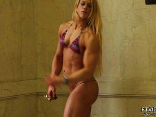 العضلات السويسرية جودة فتاة