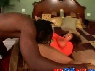 الرجل الأسود كبير يمارس الجنس مع الفرخ الأسود الدهنية