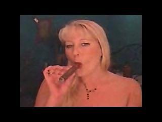 مزدوج تدخين السيجار