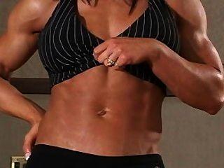 ديبي فتاة العضلات