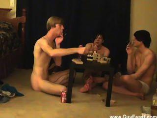 أثر مثلي الجنس المتشددين ويليام الحصول على جنبا إلى جنب مع صديق جديد من أوستن
