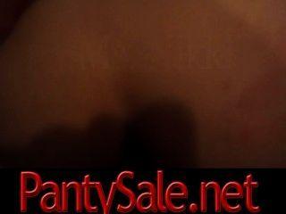 امرأة سمراء تحصل مارس الجنس من الصعب في الحمار ويحب ذلك XXX pantysale.net