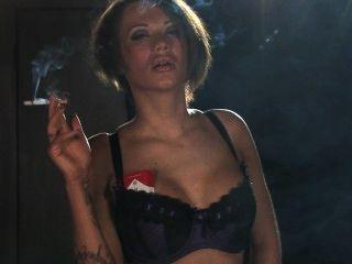 يدخن بيكي