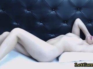 عرض camgirl قبالة بيضاء بوسها على الدردشة الحرة