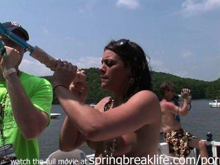 عطلة نهاية الاسبوع في البحيرة