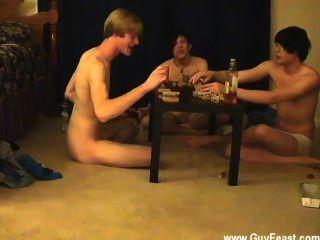 الرجال المثليين تتبع ويليام الحصول على جنبا إلى جنب مع صديقهم الجديد أوستن ل