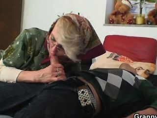 الجدة مطيع تتنازل لها العضو التناسلي النسوي القديم
