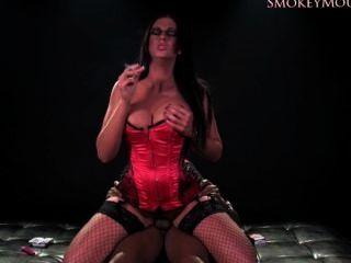 إيما smokie بعقب ويمارس الجنس الفيديو الكامل