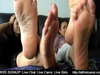 مشط 2 الفتيات التايلاندية اصبع القدم تذبذب 2 الجنس الحي التايلاندية الجنس حر يعيش دردشات ج خاصة