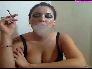 الدخان فتاة مثير ودعابة التدخين صنم
