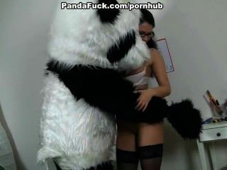 مدرس يمارس الجنس مع ضخمة لعبة الدب