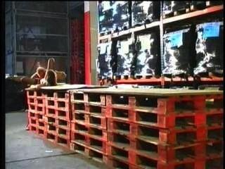 جنيفر المحلى تمتص ثلاثة ديكس والحصول على الحمار مارس الجنس