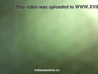 دس فتاة خجولة الهندي عارية مارس الجنس من قبل عشيقها في فضيحة فندق