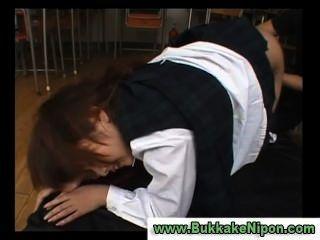 يحصل اصابع الاتهام الاختيار اليابانية فتاة في مدرسة سترة ومارس الجنس