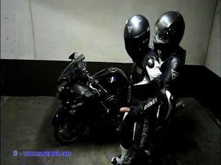 مثلي الجنس الجلود دراجة نارية (leatherbiker)